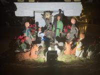 Die Weihnachskrippe in St. Pius, selbstgetöpfert von Christel Scherer (+).