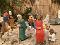 Ein besonderes Detail in der Krippe von Familie Walk: die schwangere Maria sitzt auf dem Esel, auf dem Weg nach Bethlehem.