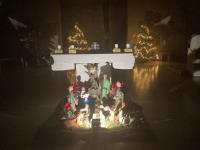 Der weihnachtliche Altarraum in St. Pius.