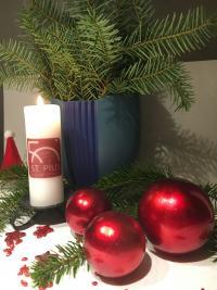 Weihnachtliche Tischdekoration von Familie Becker.