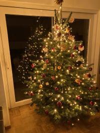 Ein gesegnetes, lichtvolles und frohes Fest wünscht Familie Müller.